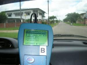 Leitura dos dados via rádio nas ruas de Paramaribo, capital da Républica do Suriname